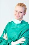 女性微笑的外科医生 库存照片