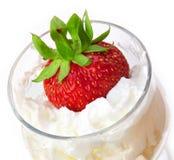 φράουλα γυαλιού κρέμας Στοκ φωτογραφία με δικαίωμα ελεύθερης χρήσης