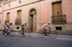 自行车竟赛者加速 免版税库存照片