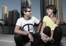 говорить пар сидя Стоковое Фото