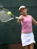 девушка играя теннис Стоковая Фотография