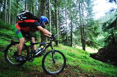 Επικολλήστε το άτομο ποδηλάτων υπαίθριο Στοκ Φωτογραφία