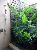 户外卫生间依靠半阵雨 免版税图库摄影