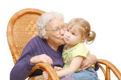 孙女祖母亲吻 库存照片