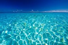 голубой карибский взгляд океана Стоковая Фотография