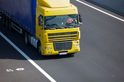 卡车黄色 免版税库存照片