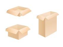 кладет гофрированный картон в коробку Стоковые Изображения RF