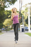 跑步的街道妇女年轻人 免版税库存图片