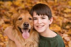 狗少年 免版税库存图片