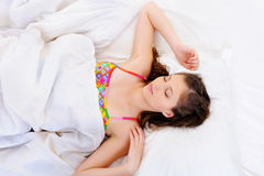 Υψηλή όψη γωνίας ενός νέου θηλυκού ύπνου Στοκ Φωτογραφίες
