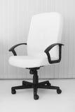 扶手椅子大首要皮革办公室白色 免版税库存图片