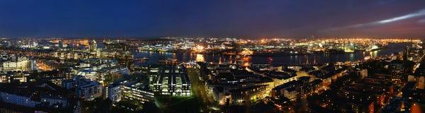 汉堡港口晚上 免版税图库摄影
