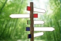木箭头交叉路定向的符号 免版税图库摄影