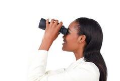 双筒望远镜女实业家使用 图库摄影