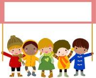 κράτημα παιδιών εμβλημάτων Στοκ εικόνα με δικαίωμα ελεύθερης χρήσης