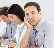 乏味生意人在会议期间 免版税库存图片