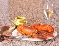 龙虾和酒,一顿令人满意膳食 库存图片
