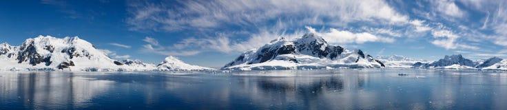 南极洲海湾冰冷的庄严天堂妙境 免版税库存照片