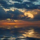 在和平的日出的海洋 免版税库存照片