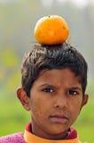 平衡桔子 库存图片