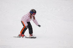 了解一点滑雪的高山女孩 库存照片