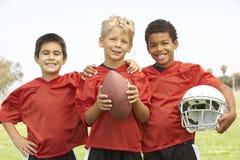 美国男孩橄榄球队年轻人 免版税库存图片