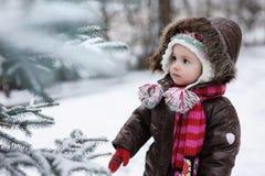 女婴少许冬天 免版税库存照片