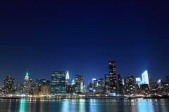 城市点燃新的晚上地平线约克 免版税库存图片