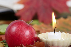 苹果灼烧的蜡烛红色 免版税库存照片