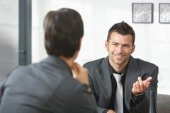 бизнесмены говорить Стоковое Изображение