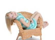 椅子女孩 免版税库存照片