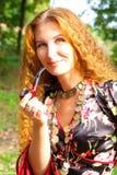 头发美丽的姜的女孩 免版税库存照片