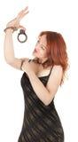 美丽的红色女孩头发的手铐 免版税库存照片
