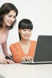 可爱的女实业家微笑的年轻人 免版税图库摄影