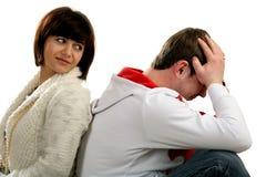 坐对年轻人的回到夫妇 图库摄影