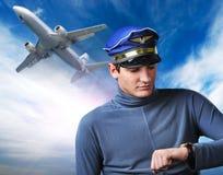 英俊的飞行员 免版税库存照片