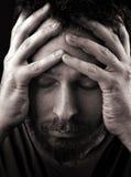 哀伤沮丧的孤独的人 免版税库存照片