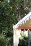 шатер приём гостей в саду Стоковые Фото