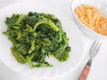 空白煮沸的盘的白萝卜 免版税库存图片