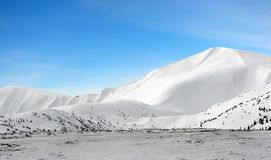 горы идут снег под зимой Стоковая Фотография RF