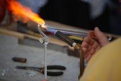 воздуходувка создает стеклянного лебедя Стоковые Фото