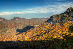 秋天熊蓝色山少见土坎影子 库存图片