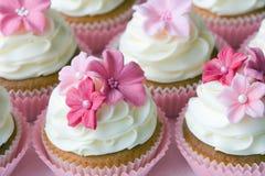 婚姻的杯形蛋糕 免版税图库摄影