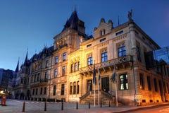 城市公爵的全部卢森堡宫殿 免版税库存照片