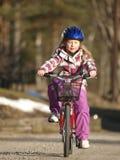 循环的女孩 免版税库存图片