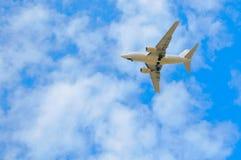 蓝色客机天空 免版税库存照片
