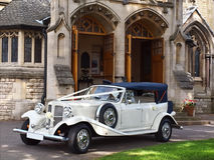 汽车婚礼 库存图片