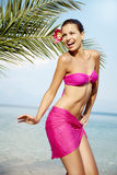 异乎寻常海滩的舞蹈演员 免版税库存照片