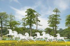 八匹马公园雕象白色 免版税库存图片