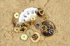 残破的钟表机构结构 库存图片